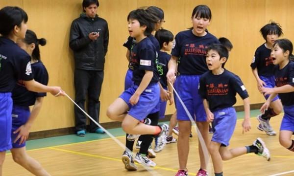 นักเรียนประถมญี่ปุ่นกระโดดเชือกทำลายสถิติโลกใน Guinness World Records