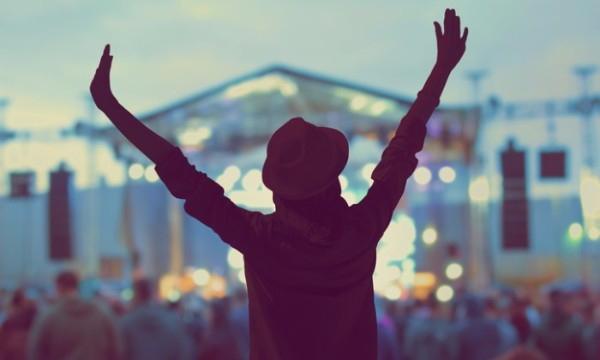 อินดี้สุด! ผลสำรวจเผย วัยรุ่นอังกฤษส่วนใหญ่ชอบดูคอนเสิร์ตคนเดียว