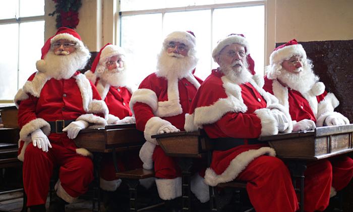 """เผยหลักสูตรโรงเรียน """"ซานตาคลอส"""" สอนลุงซานต้าเพื่อทำงานในคืนวันคริสต์มาส"""