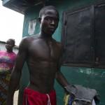 แววตาความโศกเศร้าในดินแดน อีโบล่า (15)