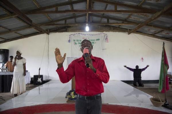 แววตาความโศกเศร้าในดินแดน อีโบล่า (4)