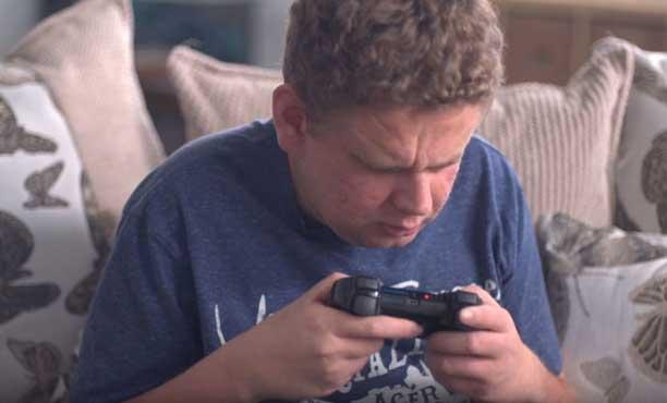เกมเมอร์แห่งโลกมืด! เขาเล่นเกมได้อย่างไรทั้งที่ตาบอดทั้งสองข้าง