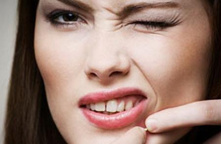 จัดการ-สิวที่ขึ้นริมฝีปาก