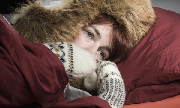 """ขี้หนาว มือเท้าเย็น ไม่มีแรง สัญญาณของ """"ไฮโปไทรอยด์"""""""