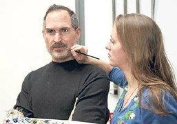 หุ่นขี้ผึ้ง Steve Jobs ถึงไทยแน่วันนี้ 4 โมงเย็น