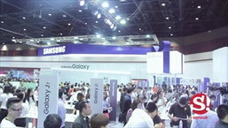 Samsung Galaxy S6 edge Plus บนมือพริ้ตตี้ในงาน Thailand Mobile Expo 2015