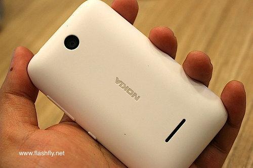 Nokia-Asha-230-Flashfly-02