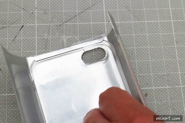 tips-diy-iphone-case-from-aluminium-can-6