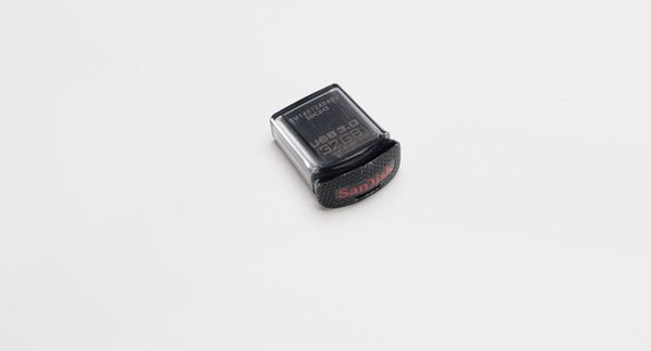 32GB SANDISK ULTRA FIT CZ43 600 03