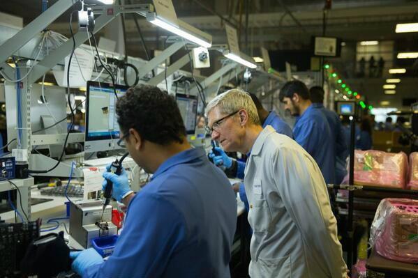 พลาด! Tim Cook ทวิตรูปสายการผลิต Mac แต่ระบบปฎิบัติการดันใช้งานเป็น Windows