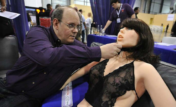 เน้นว่าหุ่นยนต์! ผู้เชี่ยวชาญ เผย อนาคตคนจะร่วมเพศกับเครื่องจักรมากขึ้น