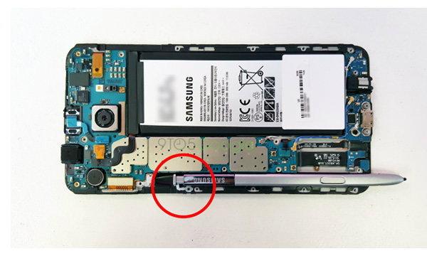 ไขปม ปัญหา Samsung Galaxy Note 5 เสียบปากกาผิดด้านแล้วดึงไม่ออก เกิดจากตัวล็อคปากกา 2 ระดับ