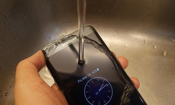 [How-To] เรื่องควรรู้ของ มือถือกันน้ำเมื่อตกน้ำ