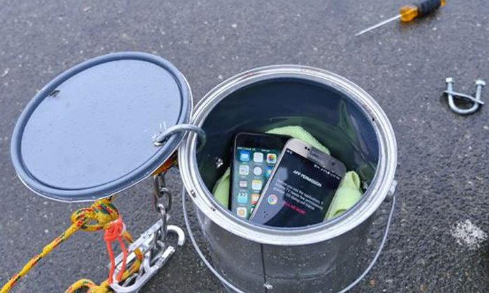 ทดสอบคุณสมบัติด้านการกันน้ำ ระหว่าง iPhone 7 และ Samsung Galaxy S7 รุ่นไหนอึดกว่า กันน้ำได้ดีกว่า