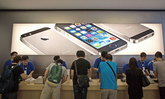 หัวขโมยสวมเสื้อพนักงาน Apple Store ฉก iPhone รวม 86 เครื่องมูลค่ากว่า 2 ล้าน 3 แสนบาท เผ่นหนีลอยนวล