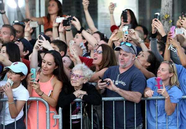 ยืนยันด้วยภาพ!! โทรศัพท์มือถือเป็นต้นเหตุของความหายนะของยุคสมัยใหม่