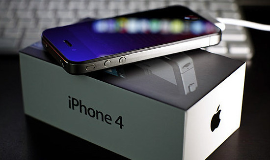 iPhone 4 ทุบสถิติ 3 วันขายไปแล้ว 1.7 ล้านเครื่อง