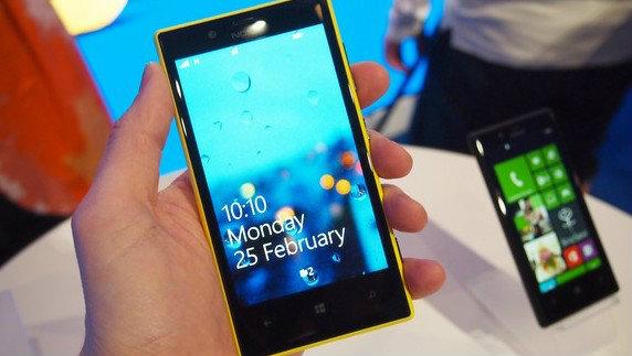 Review : Nokia Lumia 720 รูปร่างเพรียวบาง แบตอยู่นานคงทน