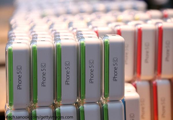 หลุดราคา iPhone 5s / iPhone 5c จาก Apple Store Online เริ่มต้นที่ 23,900 / 18,600 บาท