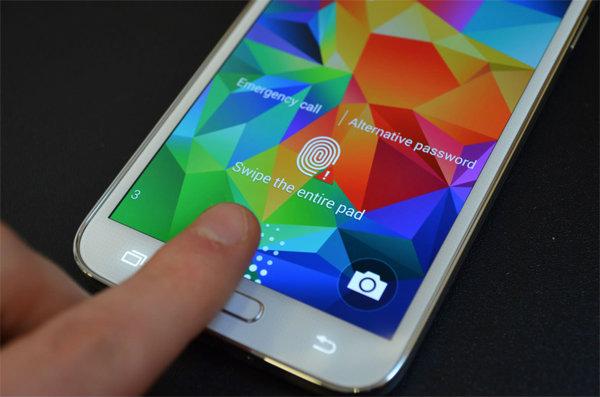 ลือ!! Galaxy S6 จะเปลี่ยนมามาใช้ระบบสแกนลายนิ้วมือแบบไอโฟนบ้าง