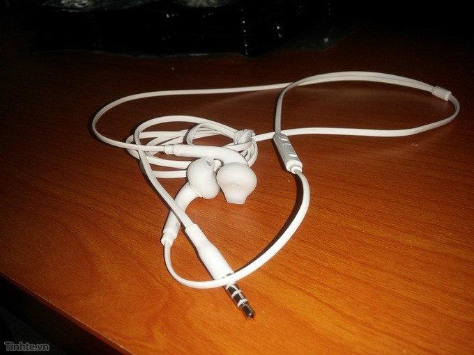 ภาพหลุดหูฟังของ Samsung พบหน้าตาคล้ายหูฟัง Earpods ของ Apple