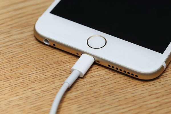 ชาร์จแบตมือถือ สมาร์ทโฟน ทิ้งไว้ทั้งคืน ทำให้มือถือพัง แบตเสื่อมเร็ว จริงหรือ?