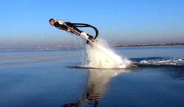 Flyboard เครื่องเล่นกีฬาทางน้ำชนิดใหม่