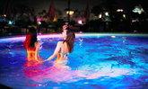 Night Pool หนึ่งในกิจกรรมสุดฮิตที่กำลังมาแรงของสาวญี่ปุ่นในหน้าร้อนนี้