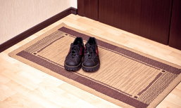 """นักวิจัยเตือน """"สวมรองเท้าเข้าบ้าน"""" นำพาเชื้อโรคต่างๆ ได้หลายชนิด"""