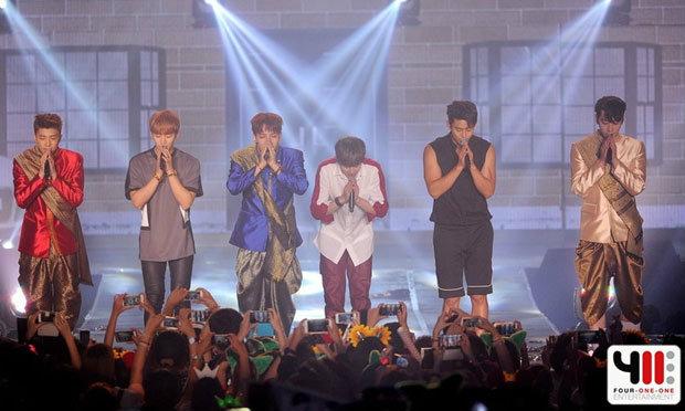 แฟนมีตติ้งยิ่งใหญ่ดุจคอนเสิร์ต 2PM จัดหนักชุดไทยเต็มยศ พาแฟนฟิน!