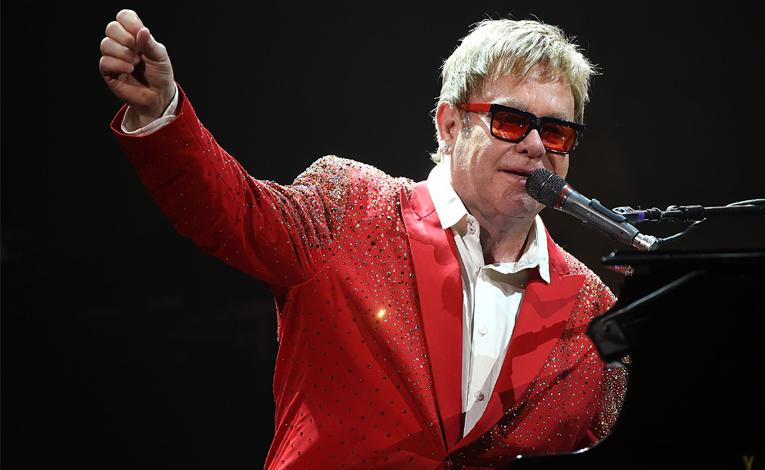 10 เพลงอมตะของ Elton John ที่คุณต้องฟัง