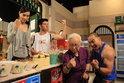 คนในบ้านเฮงเฮงเฮง รวมพลังช่วย กล้วยเชิญยิ้ม สู้ร้านก๋วยเตี๋ยวคู่แข่ง