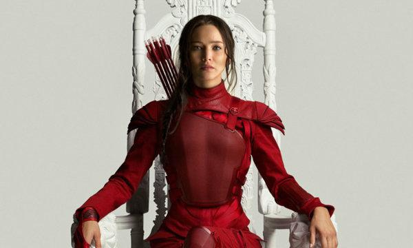 """""""แคทนิส"""" ขึ้นครองบัลลังก์ในชุดแดงพร้อมตัวอย่างใหม่ The Hunger Games: Mockingjay Part 2"""