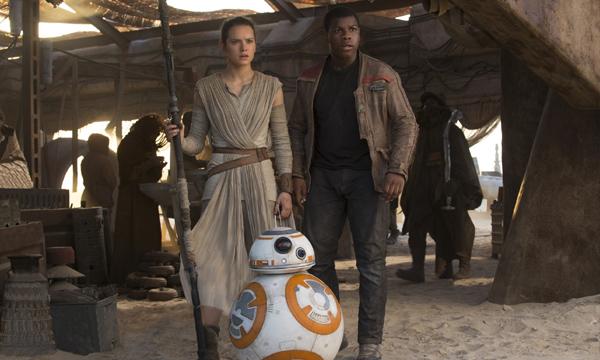 แรง Star Wars: The Force Awakens ครองแชมป์จำหน่ายตั๋วล่วงหน้าที่ 1 ในประวัติศาสตร์