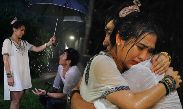 ไนกี้-พั้นช์ กอดซึ้ง สะอื้นกลางสายฝน