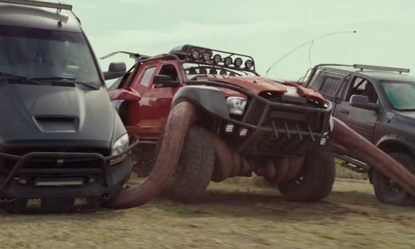 ตัวอะไรอยู่ในรถ!!? ตัวอย่าง Monster Trucks บิ๊กฟุตตะลุยเต็มสปีด