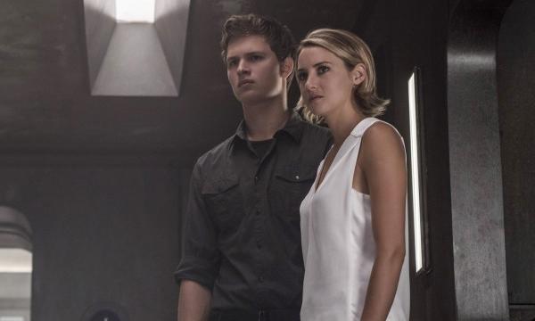 """เชลีน วู๊ดลีย์ """"เท"""" Divergent เวอร์ชั่นจอแก้วแล้วจ้า"""