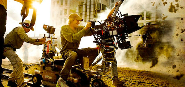ไมเคิล เบย์ ในภาพเบื้องหลังทางการ Transformers: Age of Extinction