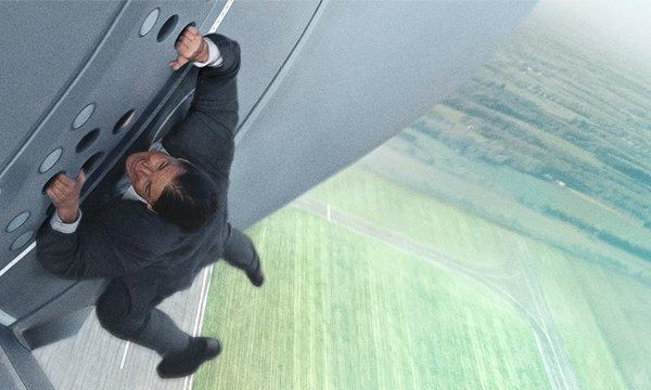 ทอม ครูซ เสี่ยงตายเล่นฉากผาดโผนบนเครื่องบิน ใน Mission: Impossible: Rogue Nation