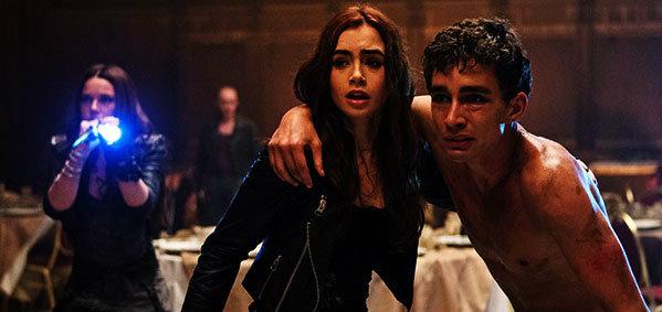 'โดนใจคอหนัง' ดูหนังรอบพิเศษ The Mortal Instruments: City of Bones (ประกาศผล)