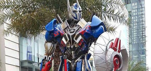 มโหฬาร! ออพติมัส ไพร์ม-บัมเบิลบี Transformers 4 บุกพารากอน!!