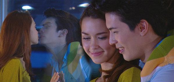 สน-แพท เปิดใจบอกรัก จูจู๊บกันผ่านกระจก! ใน มาลีเริงระบำ