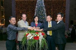 """โรงแรมฮิลตัน หัวหิน รีสอร์ท แอนด์ สปา จัดงาน """"เปิดไฟต้นคริสต์มาส"""""""