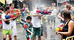 """สารพัดวิธี """"เล่นน้ำ"""" มีแบบไหนบ้างในช่วงเทศกาล """"สงกรานต์"""" สยามประเทศไทย"""