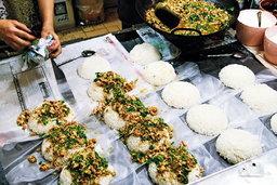 วัชระโภชนา ร้านกะเพราอร่อยเหาะ @ ตลาดบางกอกน้อย