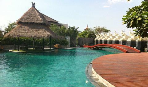 วิลล่่า วิลล่า รีสอร์ท พัทยา (Villa Villa Resort Pattaya)