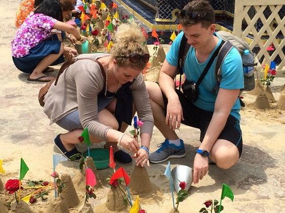 """สืบสานวัฒนธรรมไทยในเทศกาลสงกรานต์ """"วิถีน้ำ วิถีไทย"""" ที่วัดโพธิ์"""