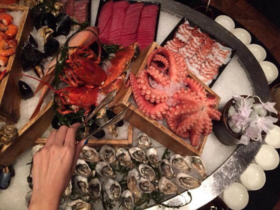 ดินเนอร์เทศกาลปู Brown Crab สุดเลิศรส ที่ โรงแรมแกรนด์ไฮแอทเอราวัณ