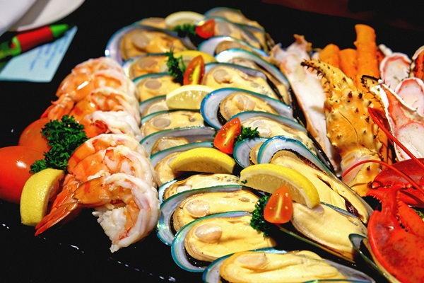 """""""The Rain Tree café  """" สวรรค์ของคนรักอาหารทะเล"""