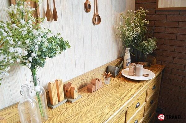 'Warm Wood Cafe' ร้านสไตล์อบอุ่น..เหมือนนั่งอยู่ชานเมืองโพรวองซ์